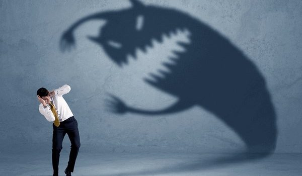 Đối phó với nỗi sợ hãi trong giao dịch